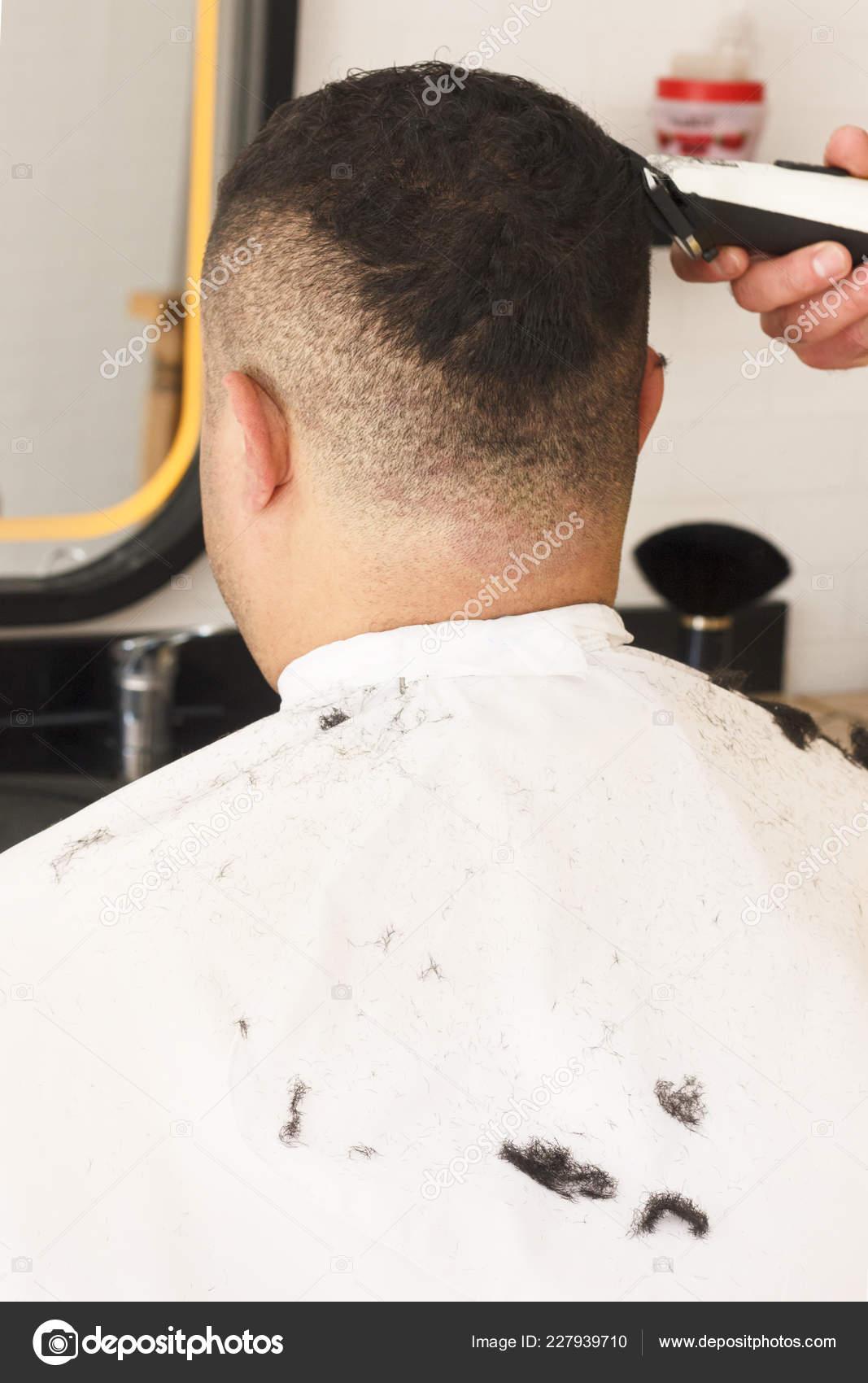 Ruckansicht Der Mann Immer Kurze Haare Schneiden Beim Friseur Mit