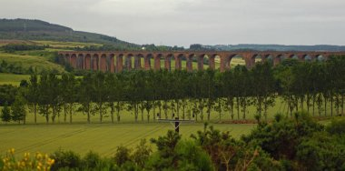 The Culloden Viaduct is part of the Perth-Inverness railroad in Scotland, which swings to the east about nine kilometers before Inverness to cross the river Nairn at Culloden.