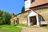 Megerősített középkori Szász evangélikus templom Cloaterf (Klosderf, Klosdorf, Nickelsdorf) községben, Erdélyben, Romániában. A települést a Szász telepesek alapították a 12-edik század közepére.