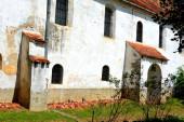 Erődített középkori szász evangélikus templom a falu Grossschenk, Cincu, Erdély, Románia. A települést a szász telepesek alapították a 12. század közepén.