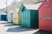 Capanne sulla spiaggia colorate sul mare a Sheringham, Norfolk, Uk.