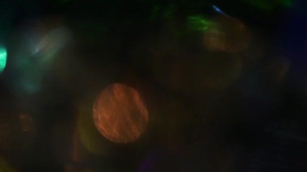 Vícebarevné světlo kruhy, odrazy. Duhové hra světla.