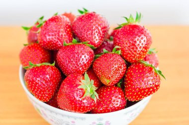 Ripe strawberries in a bowl.