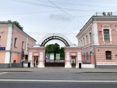 Moscow, Russia, July, 16, 2019.historical buildings on Old Basmannaya street, houses 15 buildings 3, 4. The estate of Golitsyns, 18th century, the entrance to the garden named after Bauman