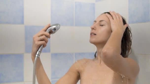 Video dívky ve sprše