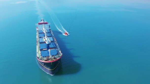 Légi filmes 4k tengeri teherhajóval