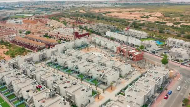 Légifelvétel. egy csempés terület új épületekkel. Spanyolország, Costa Blanca, Alicante, Torrevieja.