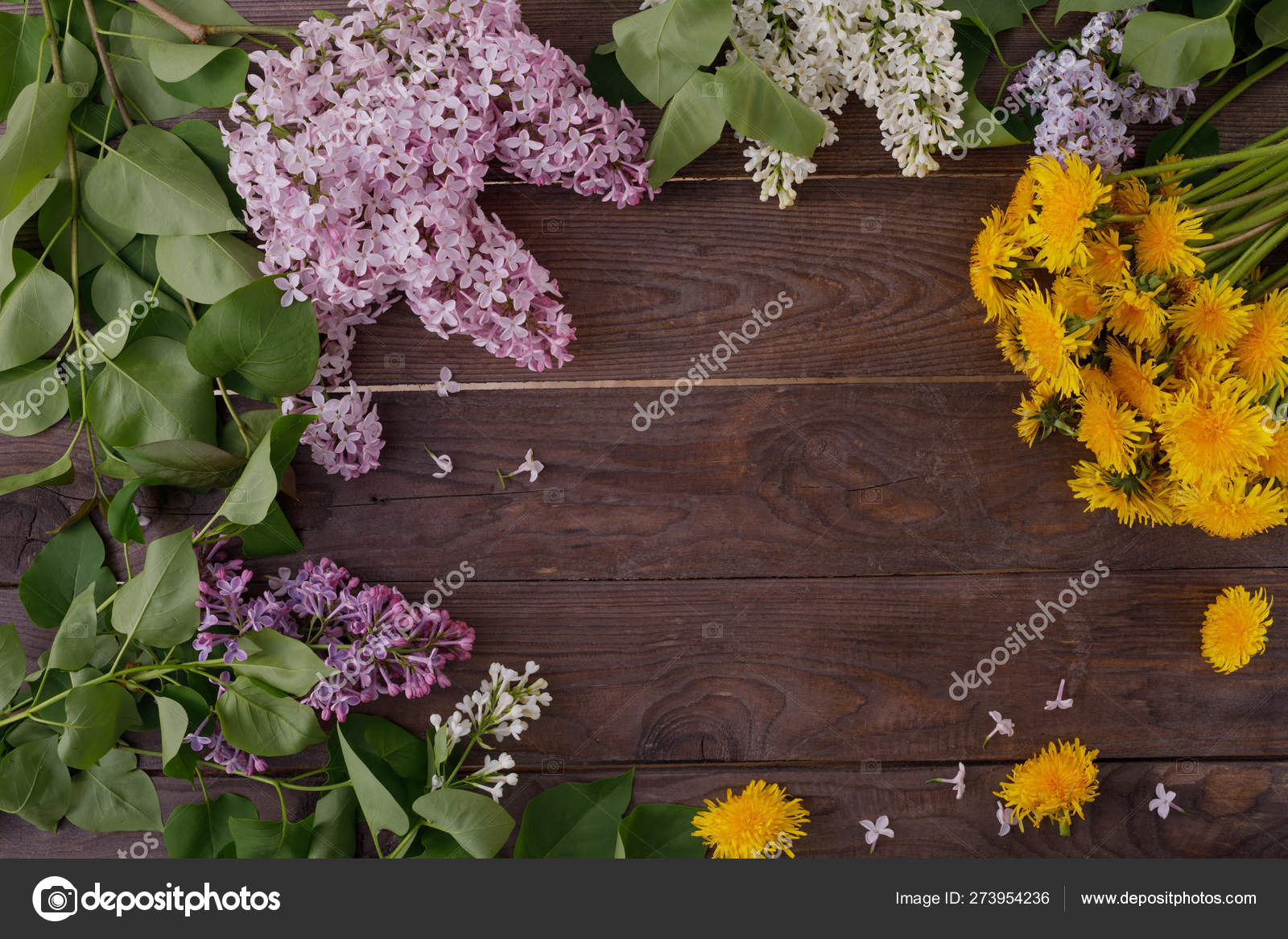 Dekor Von Blumen Auf Dem Hintergrund Von Vintage Holzplanken Stockfoto C Danilsneg 273954236