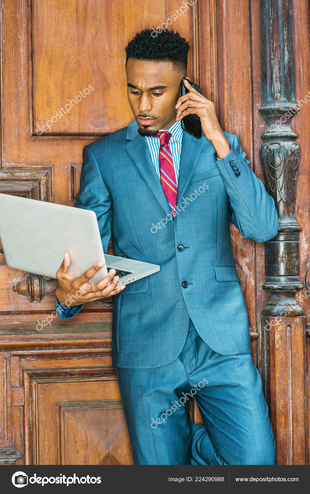 90b7de79ec Young African American Businessman Beard Working New York Wearing Sky —  Stock Photo