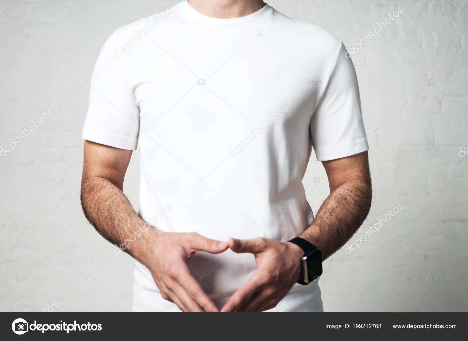 0cd11670d1ada Joven Atlético Blanco Camiseta Blanco Primer Plano Estudio Pared Vacía —  Fotos de Stock