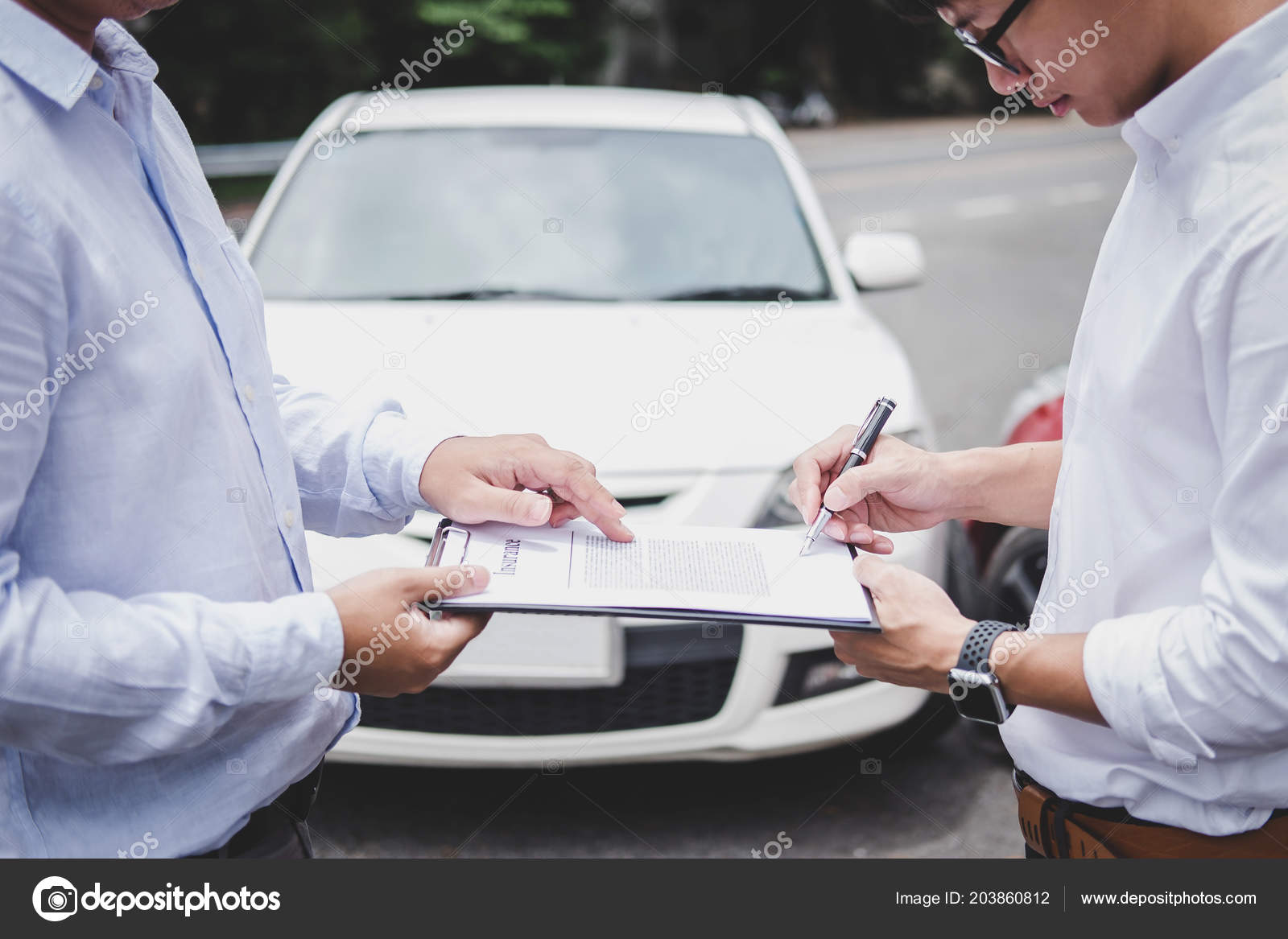 Car Insurance After Accident >> Insurance Agent Examine Damaged Car Customer Filing