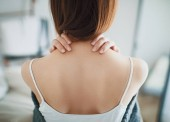 Photo Woman with neck pain, stiff neck