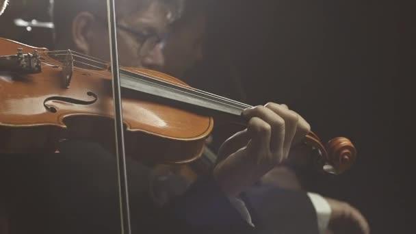 Színpadi szimfonikus zenekar komolyzenei koncert