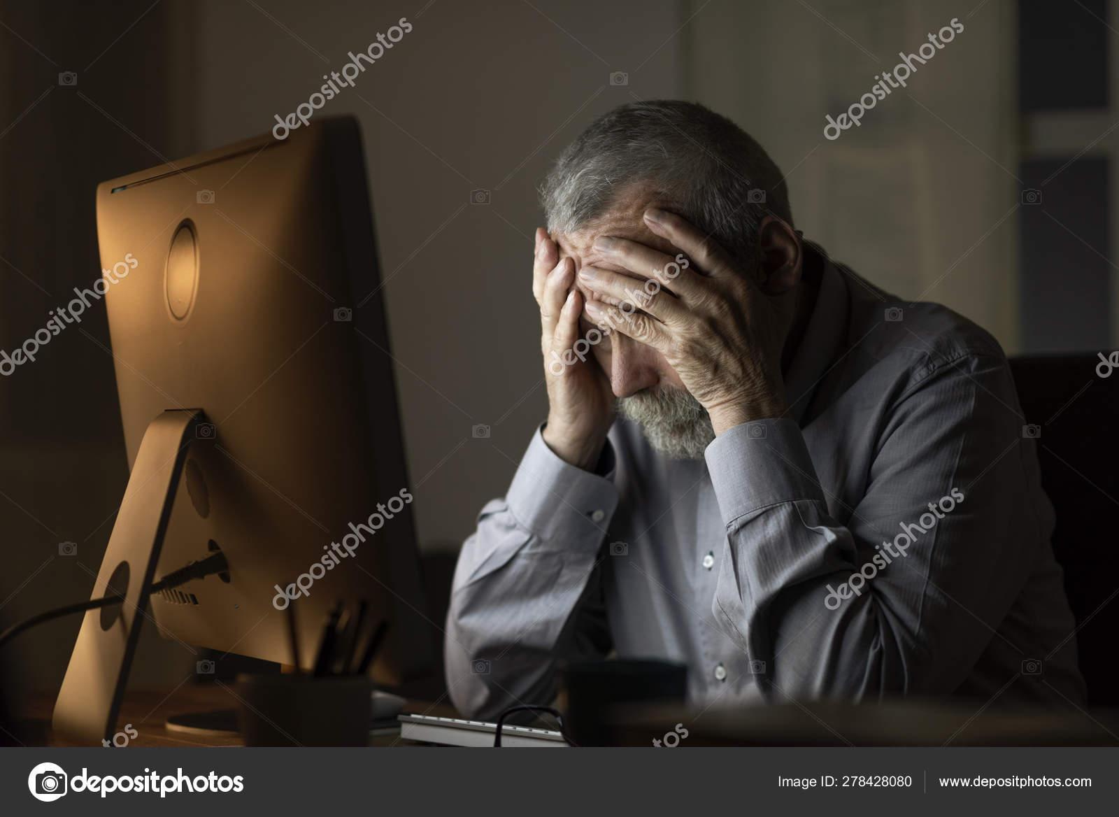 Öreg ember csatlakozik