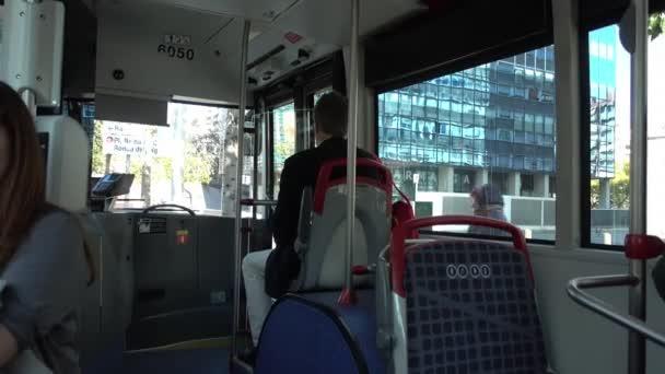 Barcelona, Španělsko. Března 2019: Osobní vnitřní pohled, Barcelona autobusem během dne