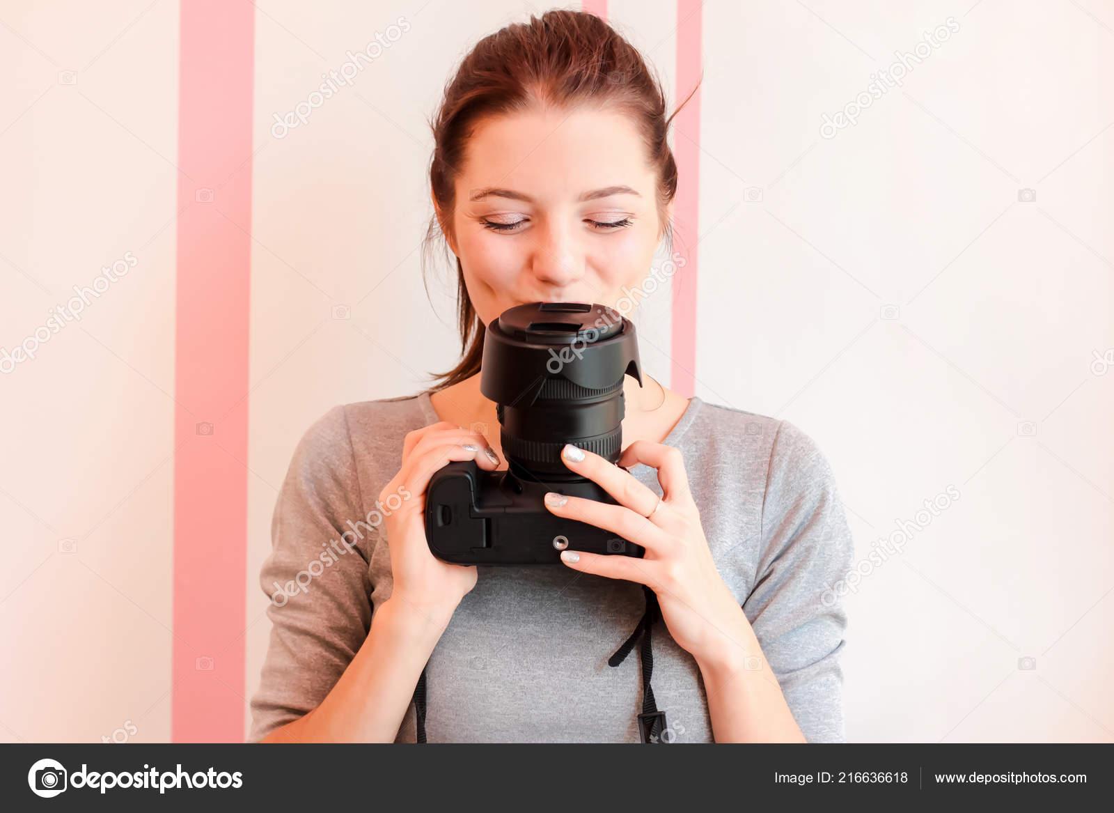 Красивейшая девушка фотограф