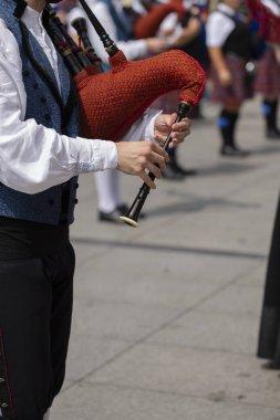 Gayda, İspanyol geleneksel boru band oynayan adam