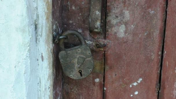 Stodola zámek s klíči
