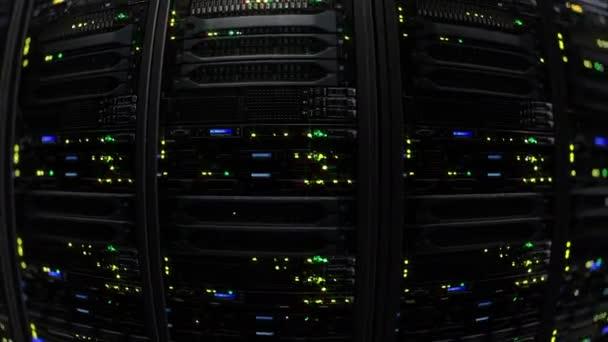 3D-Rendering des dunklen moderne arbeiten Datenserver mit blinkenden Led-Leuchten. Daten-Server Endlos wiederholbar animation