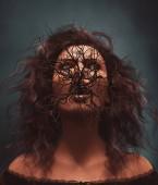 Fotografia Cespuglio di morte, donna fantasma con il cespuglio o albero morto nella sua bocca, illustrazione 3d