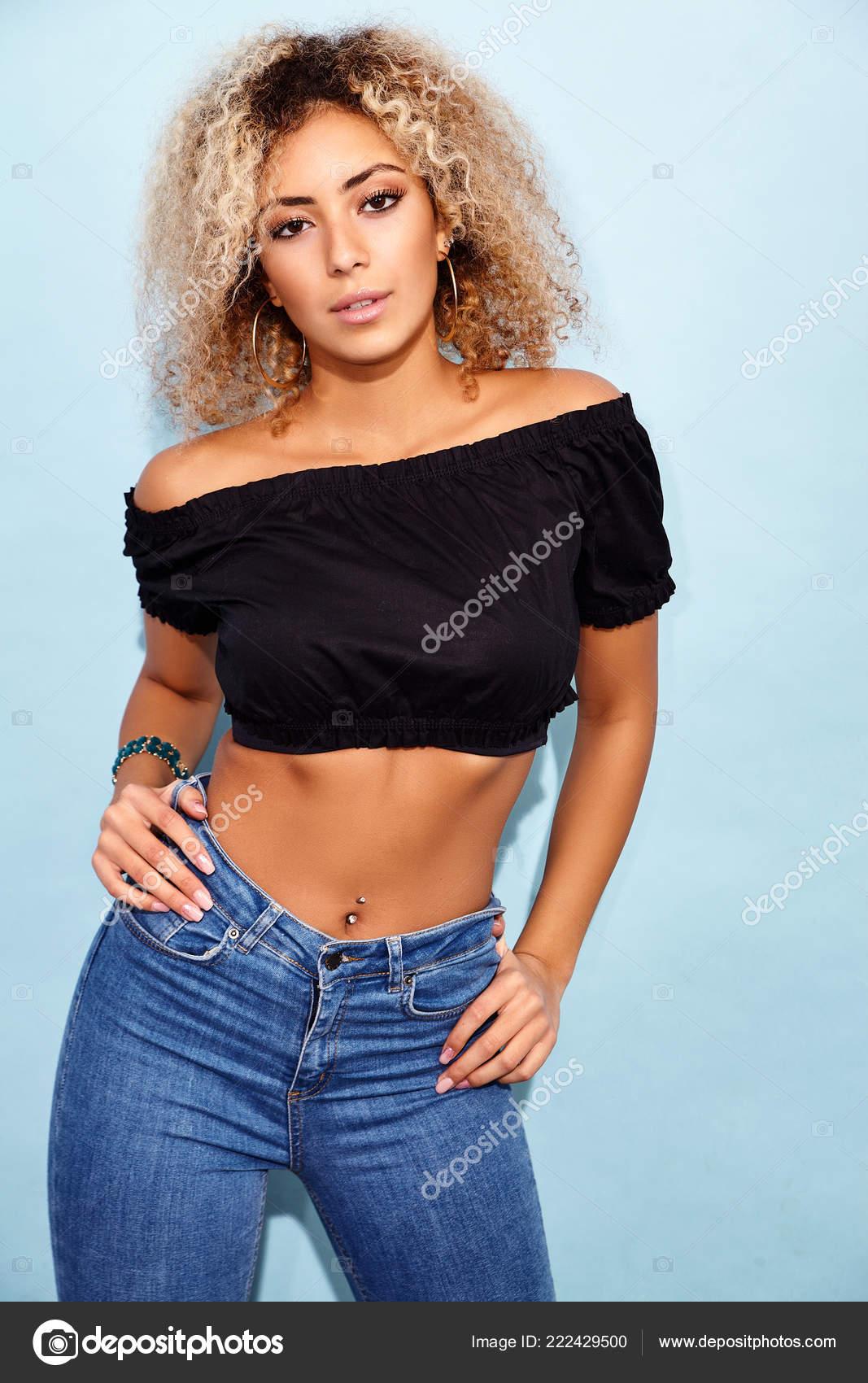 Www hot black girls com