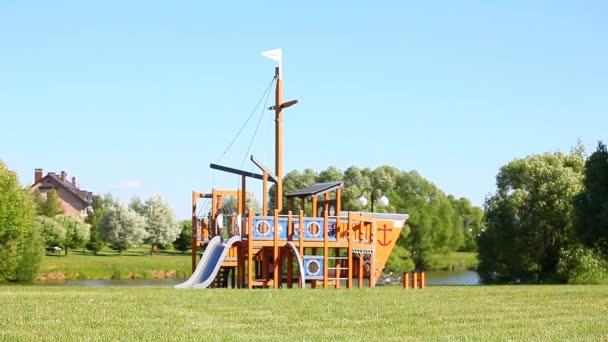 Kinderspielplatz Schaukeln park