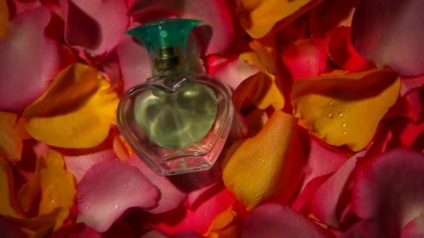 petals roses glass perfume