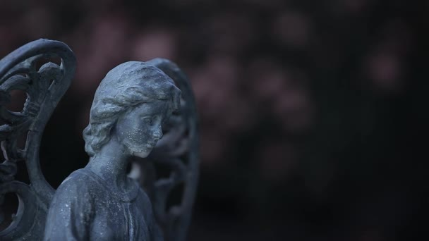 Keramický anděl letní zahrada