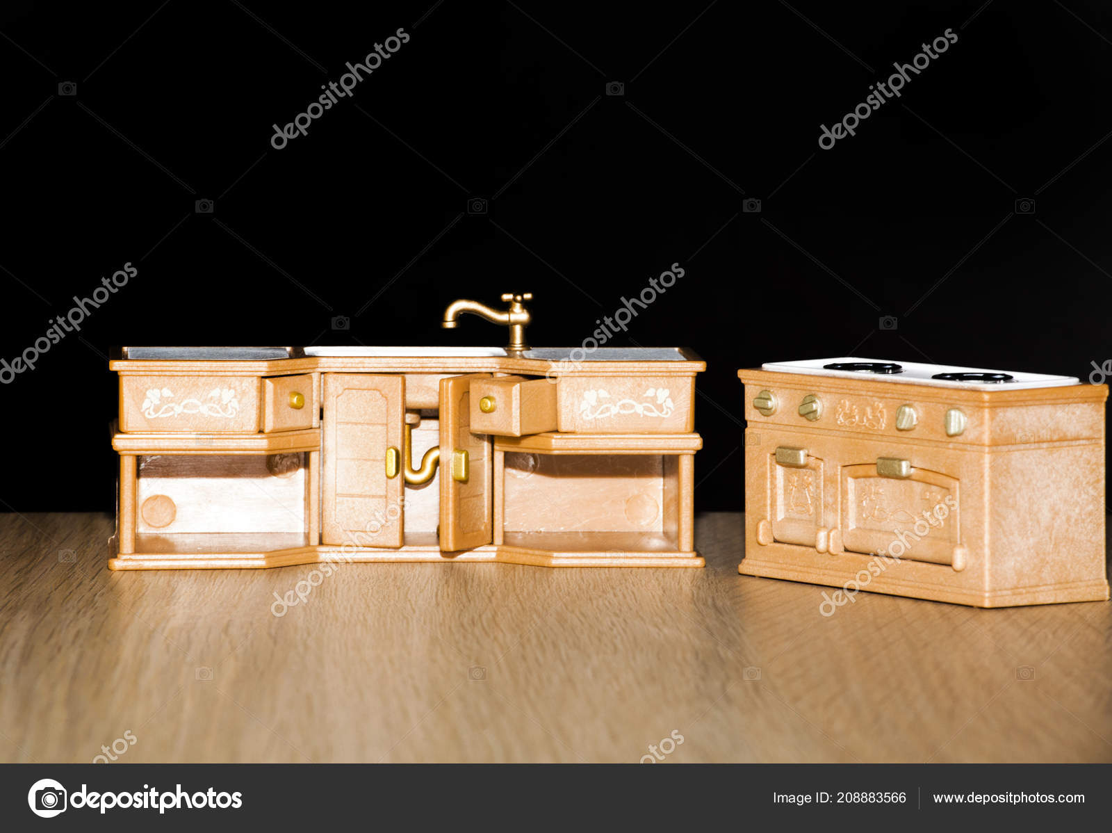 Cassapanca Plastica Per Giocattoli.Sfondo Scuro Bambino Giocattolo Plastica Cucina Foto Stock