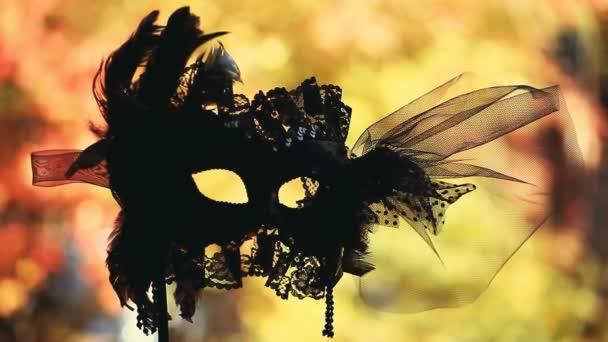 schwarze Karnevalsmaske Herbst Straße hd Filmmaterial