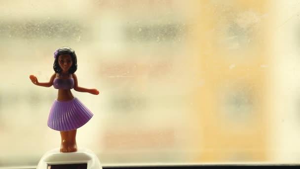 Tanzpuppe Fenster hd Filmmaterial