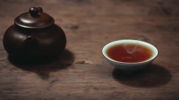 Teáskanna fekete forró tea cup fából készült íróasztal hd felvétel