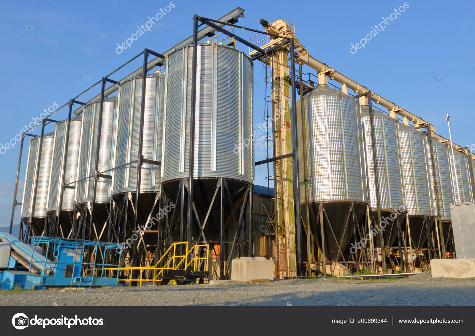 Large Industrial Pellet Grain Bins Used Containing Livestock