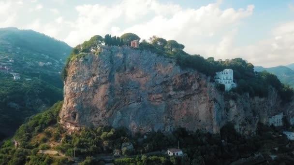Eine Ansicht der Aan Antenne Ansicht der Villa Cimbrone, eines der bedeutendsten Garten Hotels in Ravello