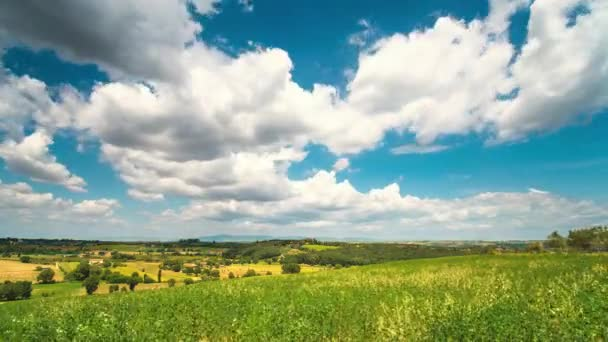 Panoramatický pohled Toskánsko pole s kopce a mraky, Timelapse