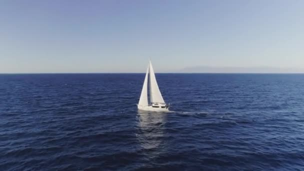 Letecký ustáleného střílel na plachetnice, jak pluje ve Středozemním moři, jak fouká vítr.