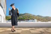 Fotografie Docela Asijské žena s maturitní čepici a diplom posuvníku na promoce