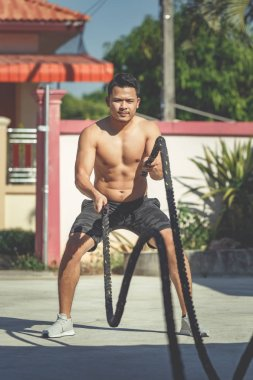 Man with rope at fitnes