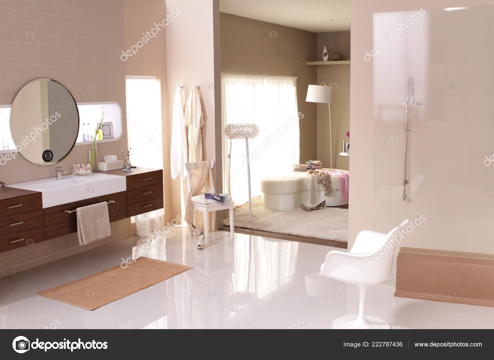 Desde Lujo Gran Cuarto Baño Ver Dormitorio Detrás Pared — Foto de ...