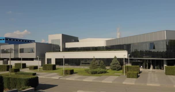 A modern irodában vagy épület külsejét. Irodaház. Modern ipari épület