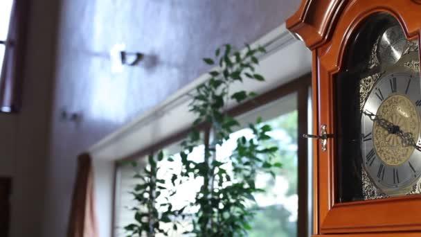 Régi fa óra inga, régi fa óra ingával, antik fából készült óra-val egy inga