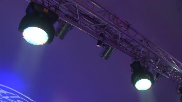Színpad fények a koncert a köd, a rivaldafény egy konzolon, a színpad, szórakozás koncert, színpad, újév, karácsony, új év szünet világítás világítás