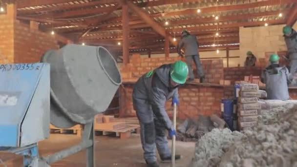 Zednické práce na staveništi
