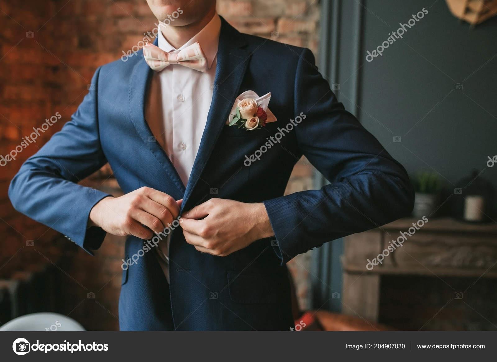 Joven Azul Una Corbata Moño Rosa Novio Traje Hombre Botón taqrBa