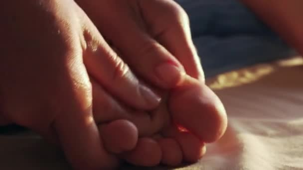 Masáž chodidel a nohou zblízka