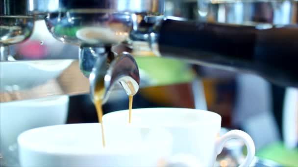 Příprava kávy espresso. Stopáže.