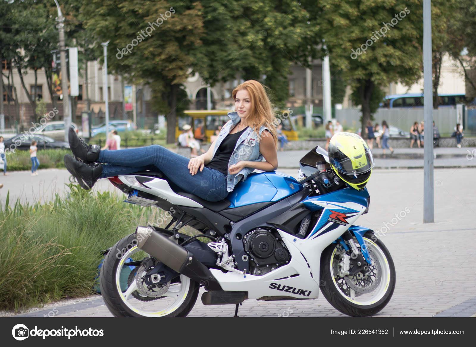 Fille Cheveux Roux Sur Moto Photosessions Une Moto Suzuki Gsx