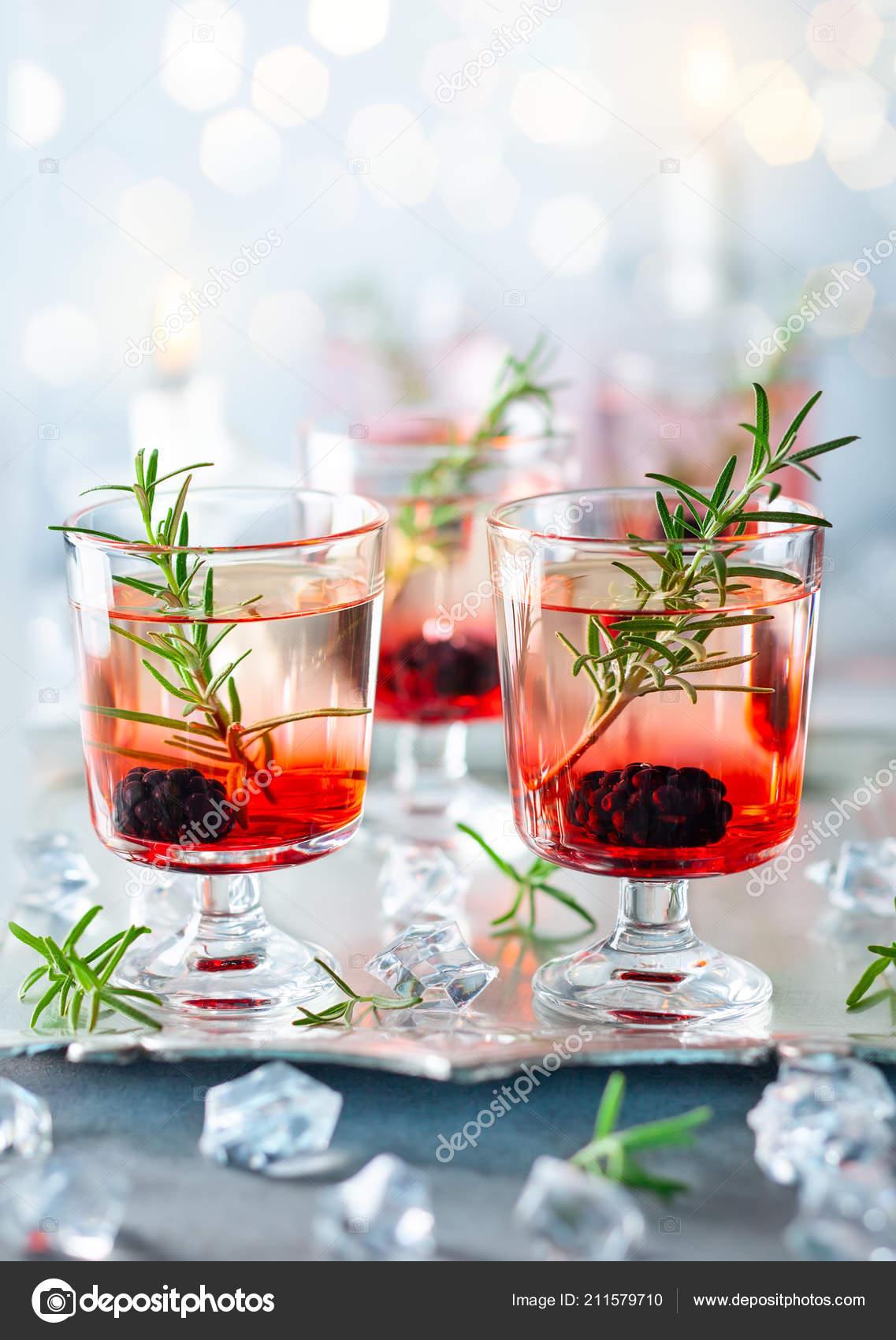 Первый прямой эфир - 30 ноября - Страница 6 Depositphotos_211579710-stock-photo-winter-berry-cocktails-made-blackberry