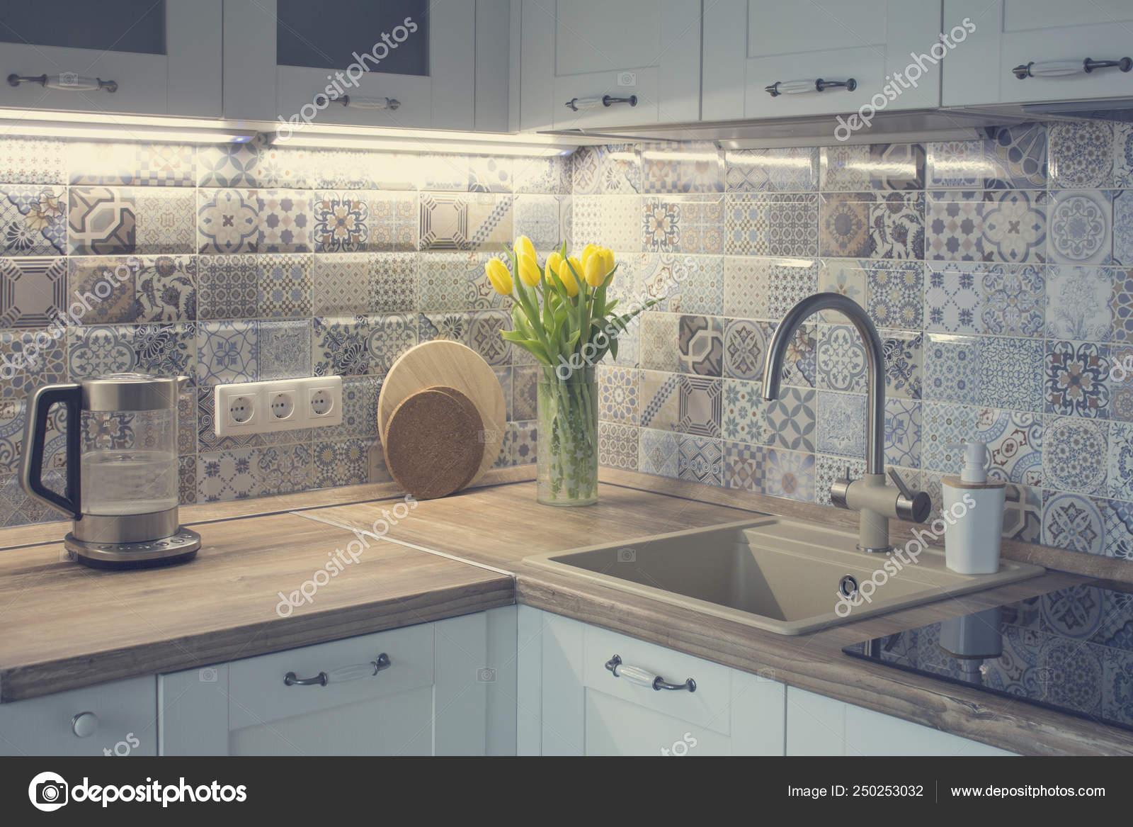 Cucina Bianca Con Piastrelle Patchwork — Foto Stock ...