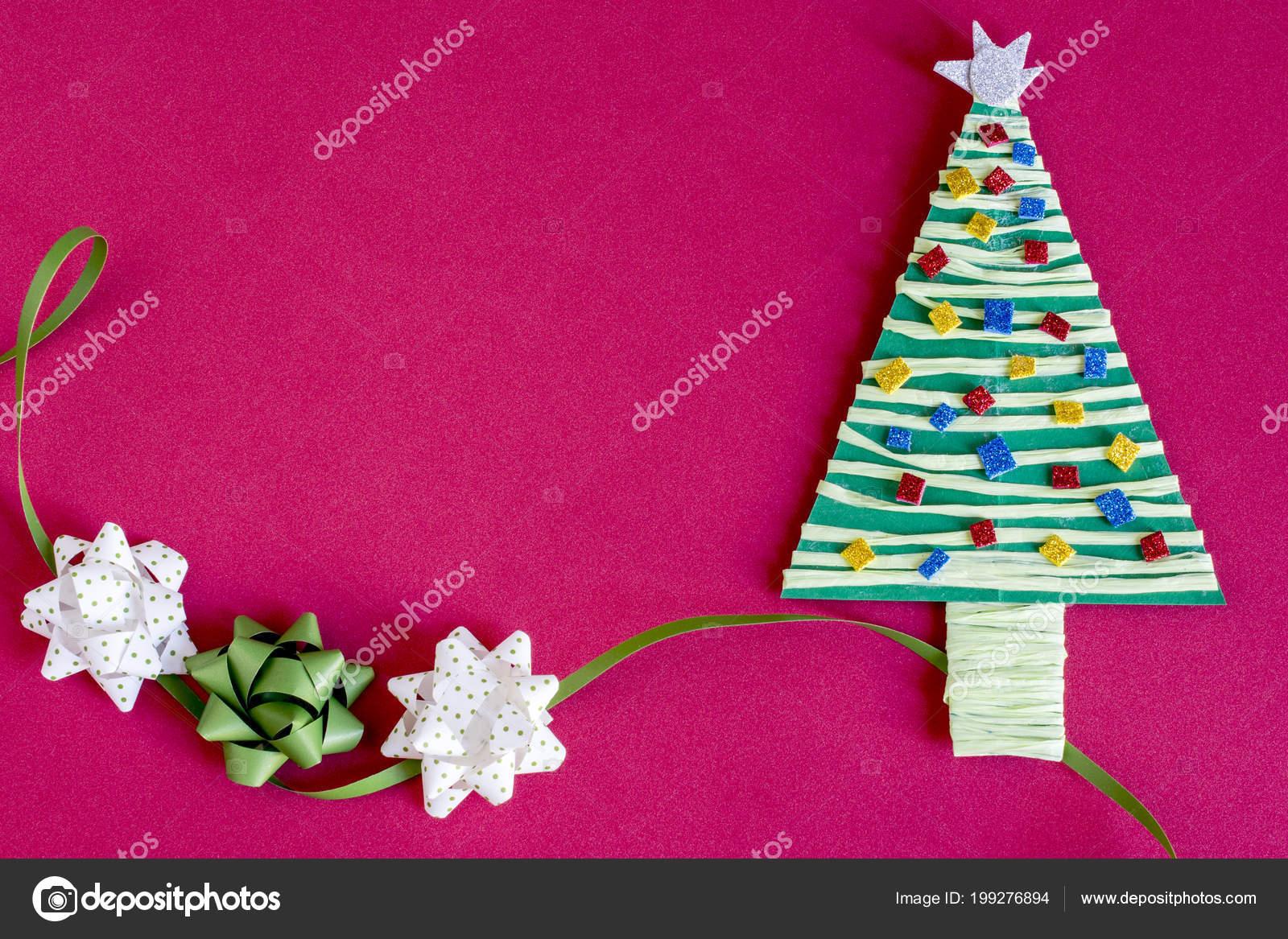 Decorar Arbol Navidad En Papel.Papel Decoracion Arbol Navidad Tres Arcos Sobre Fondo Rosa